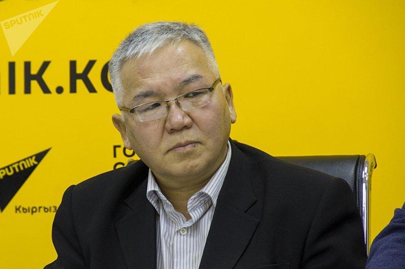 Политолог Марс Сариев во время видеомоста в мультимедийном пресс-центре Sputnik Кыргызстан