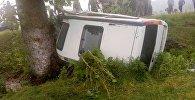 Жалал-Абад облусунун Таш-Көмүр шаарында Honda Stepwgn унаасы кырсыктап, үч адам набыт болду