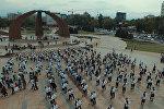 В Бишкеке готовятся к флешмобу года — кадры шикарного танца студентов