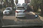 В Бишкеке автобус сбил пенсионерку — видео с места ДТП