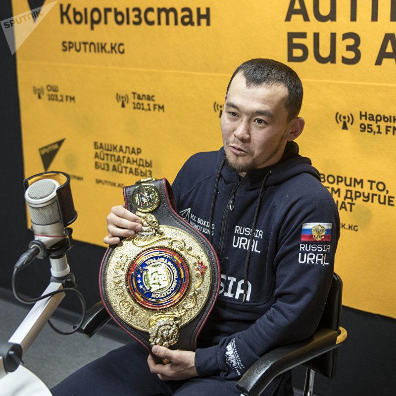 Трехкратный чемпион КР по боксу Акжол Сулайманбек уулу во время интервью на радио Sputnik Кыргызстан