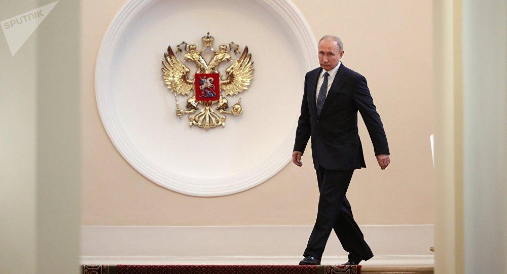 Избранный президент РФ Владимир Путин в Сенатском корпусе Московского Кремля перед церемонией инаугурации.