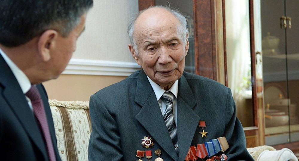Ветеран Великой отечественной войны, Герой Социалистического Труда Корчубек Акназаров. Архивное фото