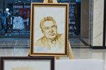 Выставка картин героев произведений великого писателя Чингиза Айтматова в Бишкеке. Архивное фото