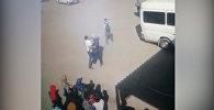 Базар-Коргондо 19 жаштагы жигитти бычактап жаткан учур видеого түшүп калган
