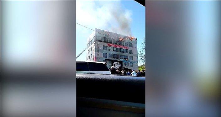 Бишкектеги Каухар бизнес борборунан чыккан өрттүн видеосу