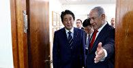Премьер-министр Японии Синдзо Абэ и премьер-министр Израиля Биньямин Нетаньяху на встрече с японскими бизнесменами в Иерусалиме. 2 мая 2018 года