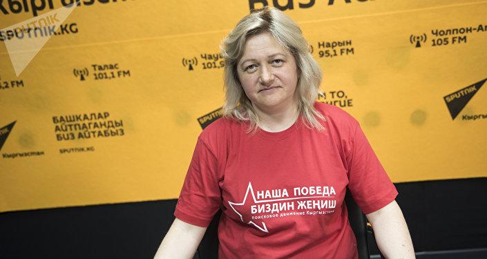 Руководитель поискового движения Наша Победа — Биздин Жениш Светлана Лаптева. Архив