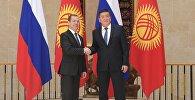 Президент Кыргызстана Сооронбай Жээнбеков и глава правительства РФ Дмитрий Медведев. Архивное фото