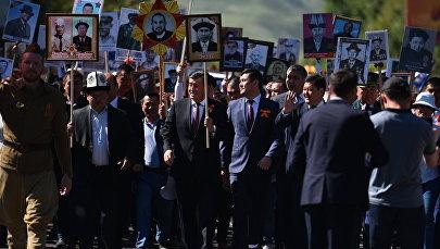 Президент Кыргызстана Сооронбай Жээнбеков на шествии Бессмертный полк в Бишкеке. Архивное фото