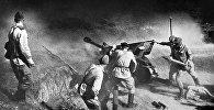 Артиллерийский расчет ведет огонь по врагу. Северный Кавказ. ВОВ. Архивное фото