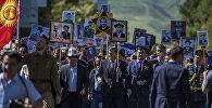 Президент Сооронбай Жээнбеков Улуу Жеңиш маршында. Архив