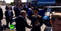 Охрана Путина оттеснила ветерана от него, президент отреагировал. Видео