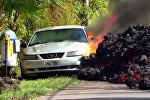 Лава медленно поглотила Ford Mustang на Гавайях — видео массовых разрушений