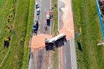 В Польше на девяти километрах трассы разлилось 12 тонн шоколада — видео