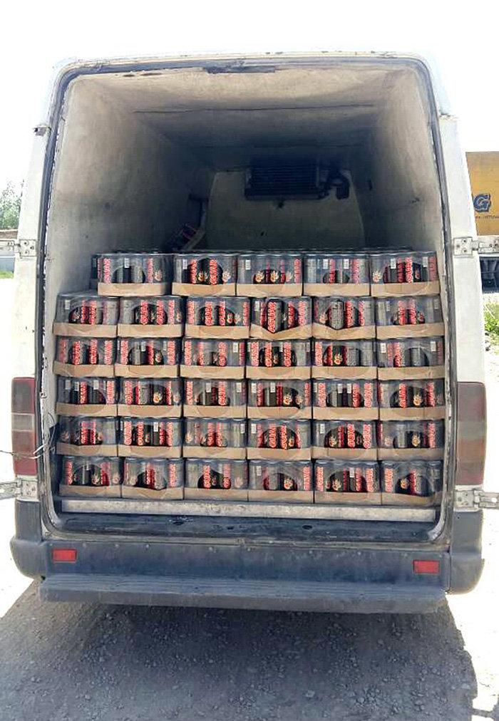 В Баткене задержали грузовой транспорт, перевозивший 7 320 банок газированного слабоалкогольного напитка Jaguar