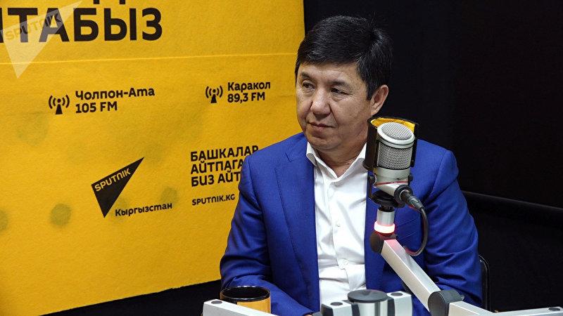 Экс-премьер-министр КР Темир Сариев во время интервью на радио Sputnik Кыргызстан
