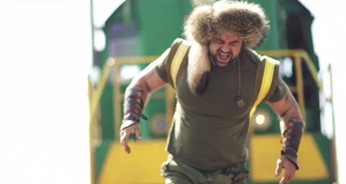Тепловоз с вагоном протащил силач из Казахстана — видео
