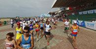 Больше 2 тысяч бегунов на Иссык-Куле — очень мотивирующее видео