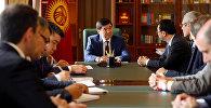Премьер-министр Мухаммедкалый Абылгазиев Эл аралык валюта фондусунун (ЭВФ) Башкаруучу директорунун орун басары Тао Чжан менен жолукканда, ал ЭВФтин КРдеги өкүлчүлүгүнүн жаңы жетекчилигине жардам көрсөтүүнү суранды