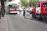 На пересечении улиц Байтик Баатыра и Кулатова в Бишкеке горел троллейбус №17
