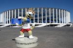 Официальный талисман чемпионата мира по футболу ФИФА-2018 волк Забивака у Стадиона Нижний Новгород. Архивное фото
