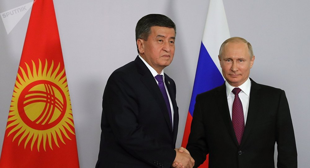 Президент Кыргызстана Сооронбай Жээнбеков и президент РФ Владимир Путин во время встречи в Сочи