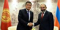 Президент КР Сооронбай Жээнбеков на встрече с премьер-министром Армении Николом Пашиняном на полях заседания Высшего Евразийского экономического совета в Сочи