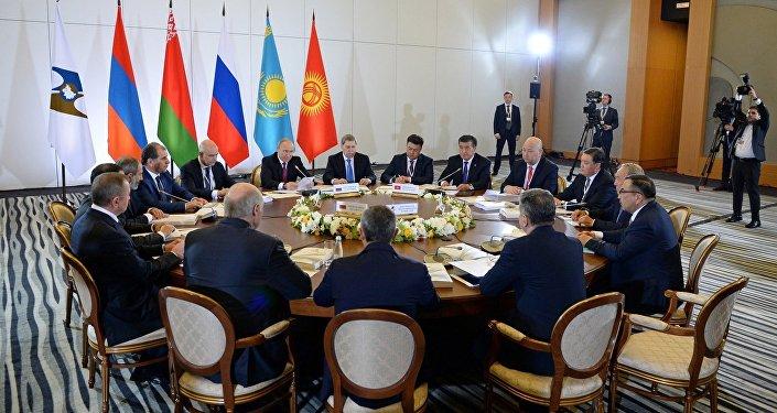 Президент Кыргызстана Сооронбай Жээнбеков выступил на заседании Высшего Евразийского экономического совета