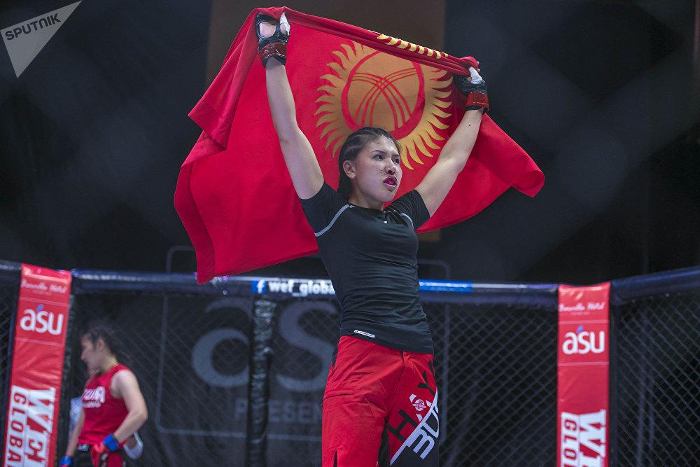 Кыргызстанка Барчынай Узгенбаева победила спортсменку из Узбекистана в турнире Всемирной федерации кулатуу из серии Global — WEF Global 12 во Дворце спорта имени Кожомкула в Бишкеке