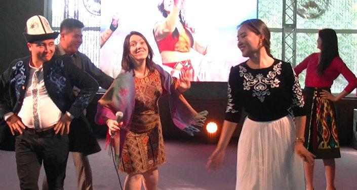 Кыргызстанская делегация станцевала кара жорго — видео с форума молодежи СНГ