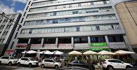 Здание с офисом РИА Новости Украина в Киеве, где СБУ проводит обыски.