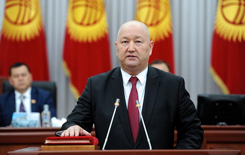 Вице-премьер-министр КР Жениш Разаков во время присяги