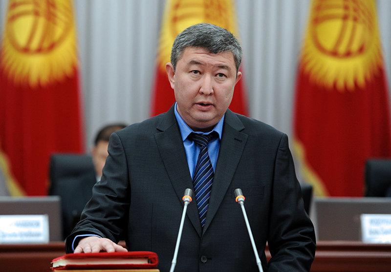 Руководитель Аппарата Правительства-министр Мурат Мукамбетов во время присяги