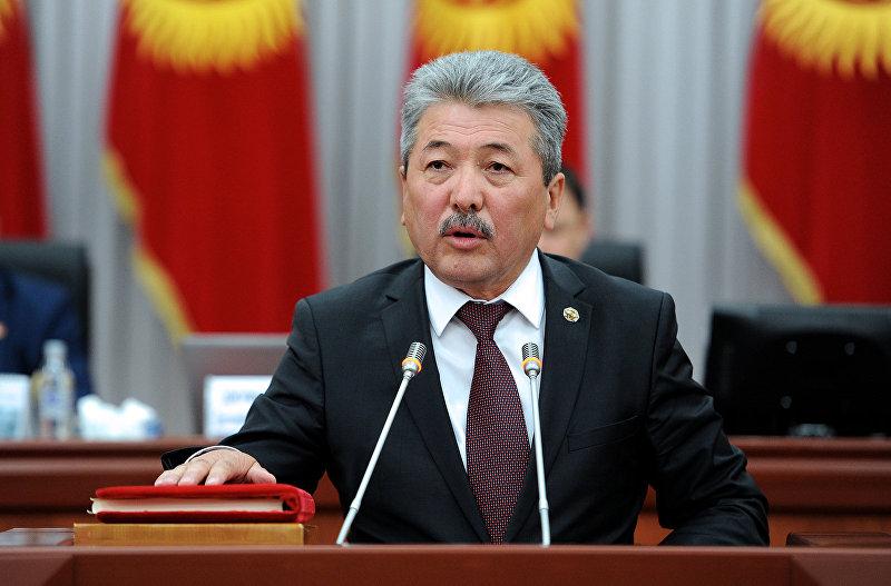 Министр финансов Адылбек Касымалиев во время присяги