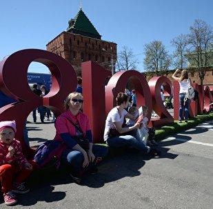 Горожане на открытии Парка футбола ЧМ-2018 на площади Минина и Пожарского в Нижнем Новгороде. Архивное фото