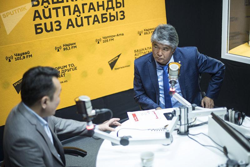 Драматург Султан Раев взял интервью у главного редактора НТС Миржана Балыбаева