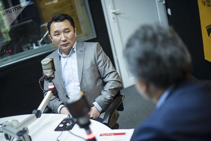 Главный редактор НТС Миржан Балыбаев в студии Sputnik Кыргызстан