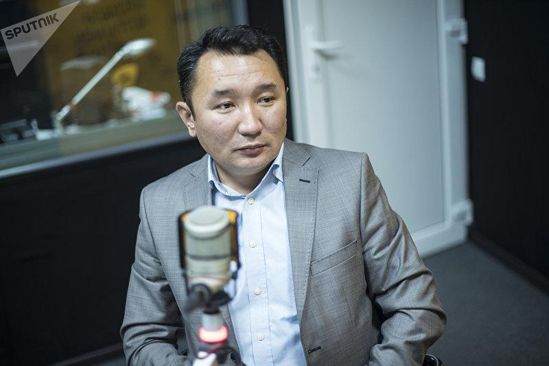 Главный редактор НТС Миржан Балыбаев во время беседы в студии Sputnik Кыргызстан