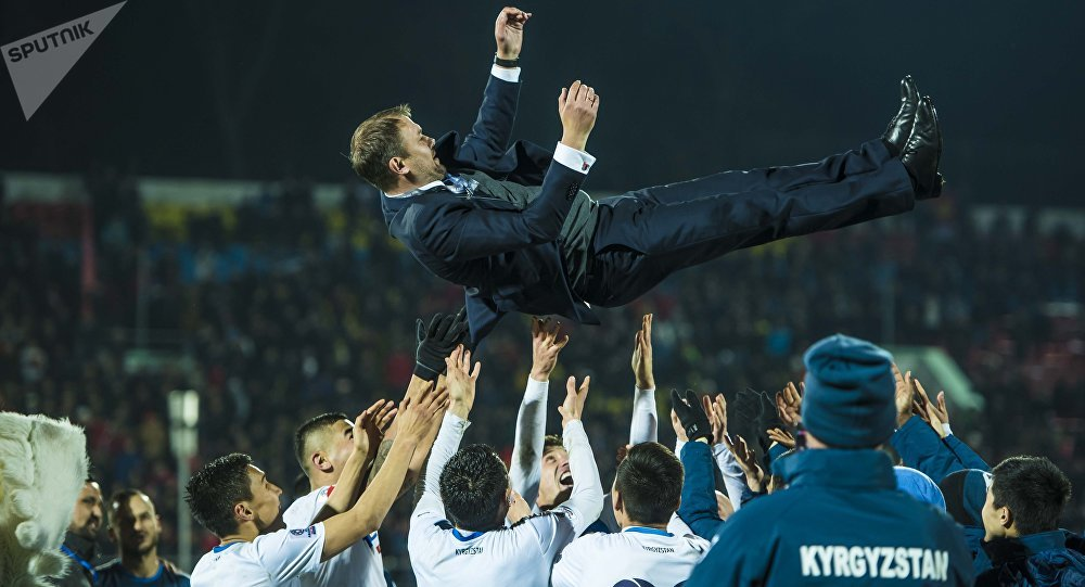 Архивное фото тренера сборной Кыргызстана по футболу Александра Крестинина