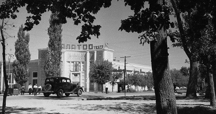 Площадь у кинотеатра Ала-Тоо во Фрунзе, 1952 год