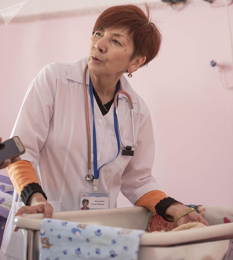 Заведующая отделением патологии новорожденных и недоношенных детей в национальном центре охраны материнства и детства Сагын Абдувалиева