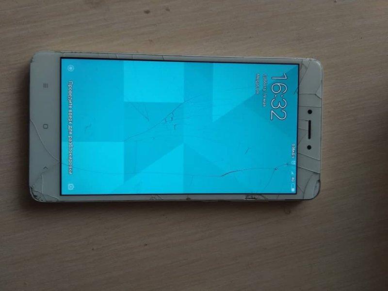 Поврежденный телефон пострадавшей