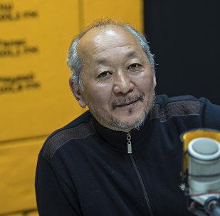 Кинорежиссер Эрнест Абдыжапаров во время интервью корреспонденту Sputnik Кыргызстан