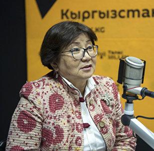 Экс-президент Кыргызстана Роза Отунбаева во время интервью на радиостудии Sputnik Кыргызстан