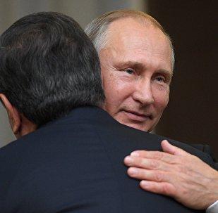 Россиянын лидери Владимир Путин менен Өзбекстандын президенти Шавкат Мирзиёевдин архивдик сүрөтү