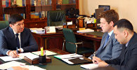 Премьер-министр КР Мухаммедкалый Абылгазиев встретился с исполнительным директором компании Centerra Gold Inc. Скотом Перри