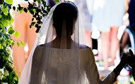 Девушка в свадебном платье. Архивное фото