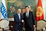 Президент Кыргызской Республики Сооронбай Жээнбеков во время встречи с генеральным секретарем ОБСЕ Томасом Гремингером