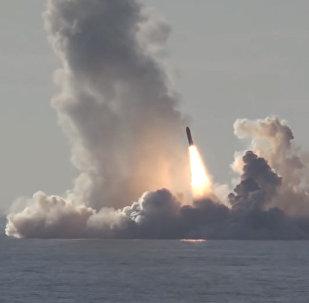 С подлодки залпом запустили 4 баллистические ракеты — впечатляющее видео